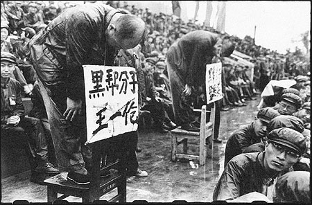 https://hansimann.files.wordpress.com/2015/06/1966-persecution-cultural-revolution.jpg